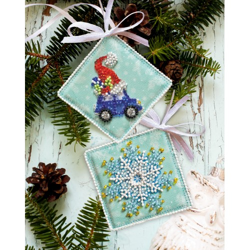 """Набір для вишивання бісером новорічної іграшки на натуральному художньому холсті """"Мчать подарунки"""""""