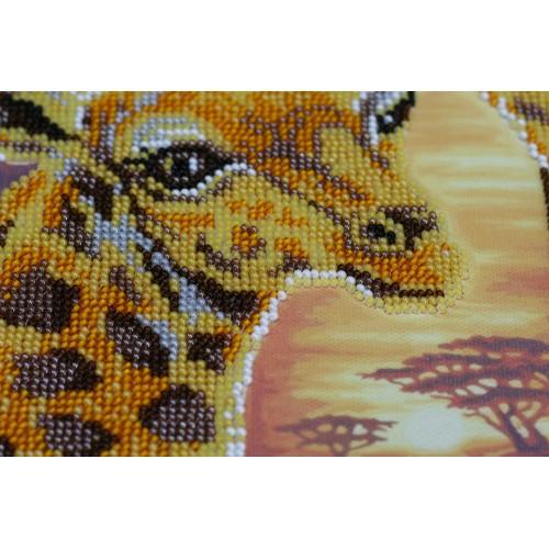 """Набір для вишивання бісером на натуральному художньому холсті """"Жирафи"""""""