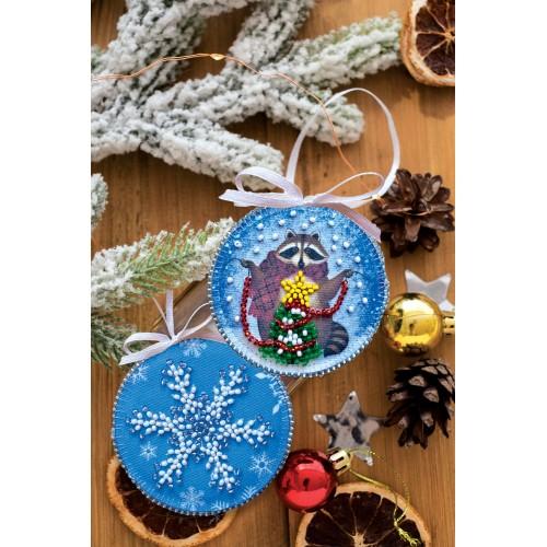 """Набір для вишивання бісером новорічної іграшки на натуральному художньому холсті """"Єнот і Новий рік"""""""