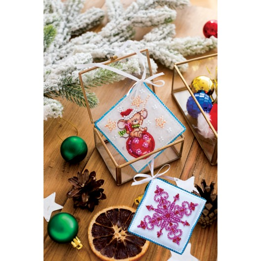"""Набір для вишивання бісером новорічної іграшки на натуральному художньому холсті """"Мишка-шалунішка"""""""