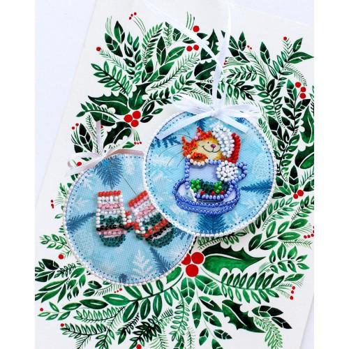 """Набір для вишивання бісером новорічної іграшки на натуральному художньому холсті """"Маленький сюрприз"""""""