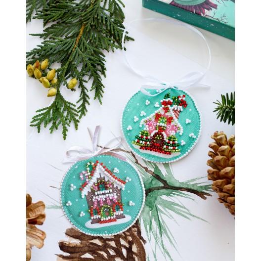 """Набір для вишивання бісером новорічної іграшки на натуральному художньому холсті """"Новорічний будиночок"""""""