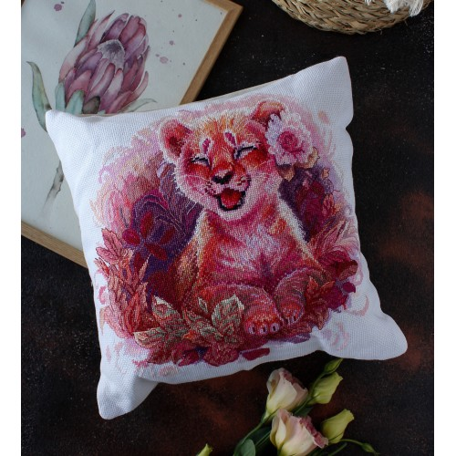 """Набір-подушка для вишивання хрестиком """"Маленька левиця"""""""